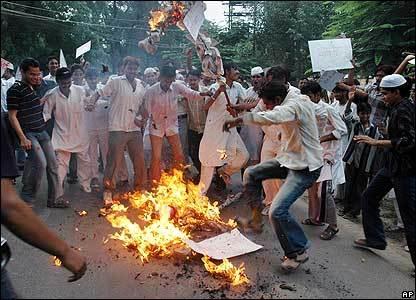 Muslim_anger_at_b16